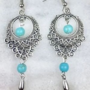 Vannik's Accessories Jewelry - Handmade Turquoise Necklace & Earrings Set